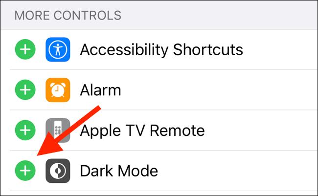اضغط على زر علامة الجمع بجوار وضع الظلام لإضافة عنصر التحكم في مركز التحكم