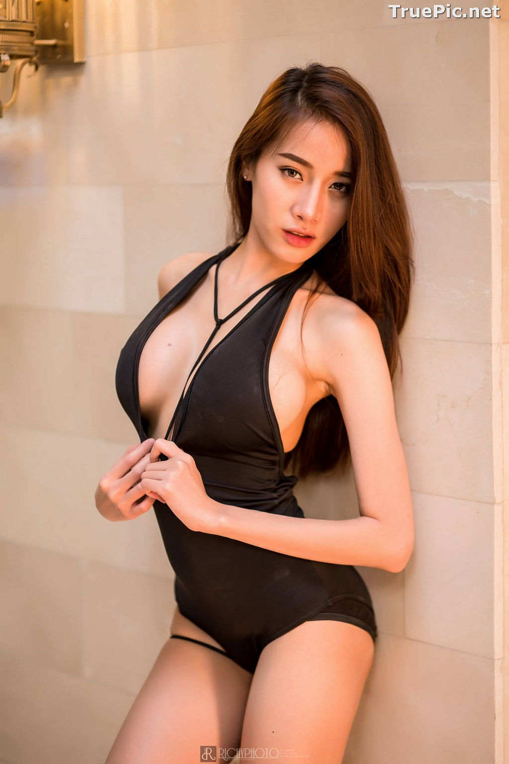 Image Thailand Model - Pichana Yoosuk - Black One Piece Swimsuit - TruePic.net - Picture-2