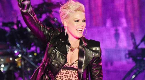 Pink tampil di atas panggung di Hollywood Palladium pada 07 Februari 2019 di Los Angeles, California  Foto CNN.COM