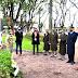 Autoridades colocaron flores junto a la estela que recuerda a los Constituyentes