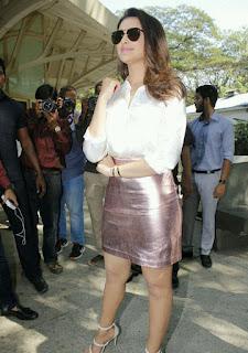 Parineeti Chopra Stills in Golden Mini Skirt at Motorola Moto M Launch  0006.jpg
