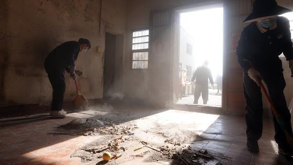 彰化慈濟志工寒冬送暖關懷戶 助整頓家園舒服過年