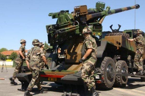 الجيش العراقي يتلقى أسلحة ومدفعية لقتال داعش