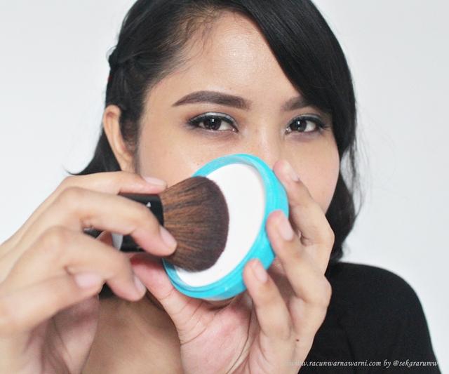 Shiseido Baby Powder Menggunakan Brush