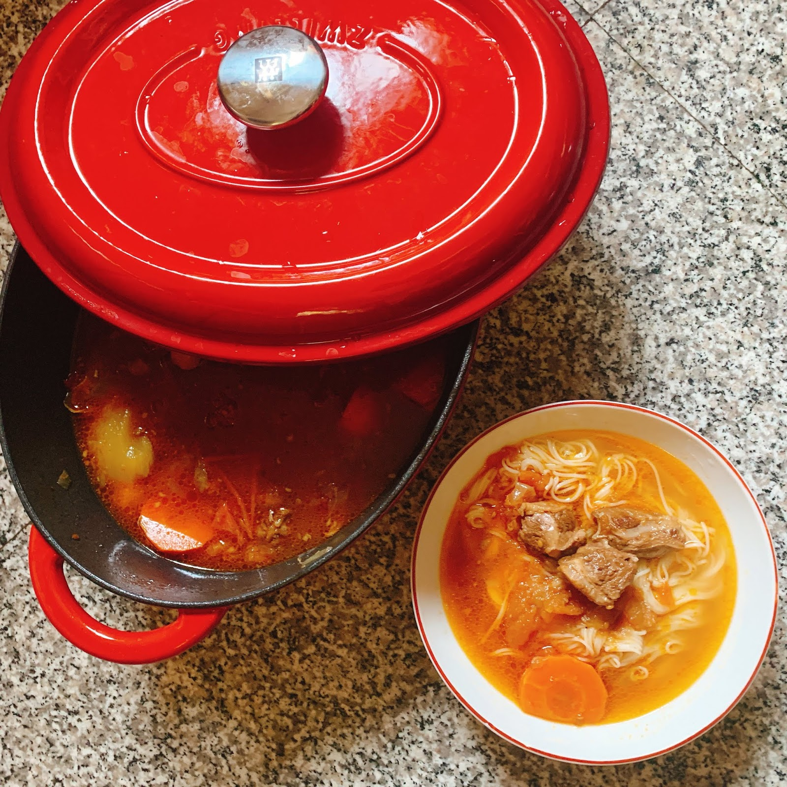 番茄牛肉湯/大碗又滿意的紅燒牛肉湯/全聯鑄鐵鍋/開煮/大男孩的煮食日記