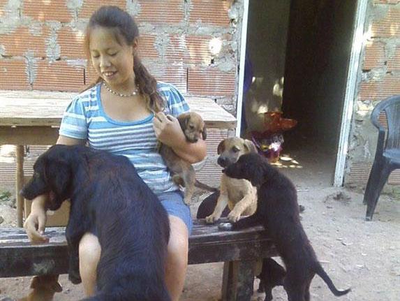 La niña de 15 años que rescata a más de 100 perros