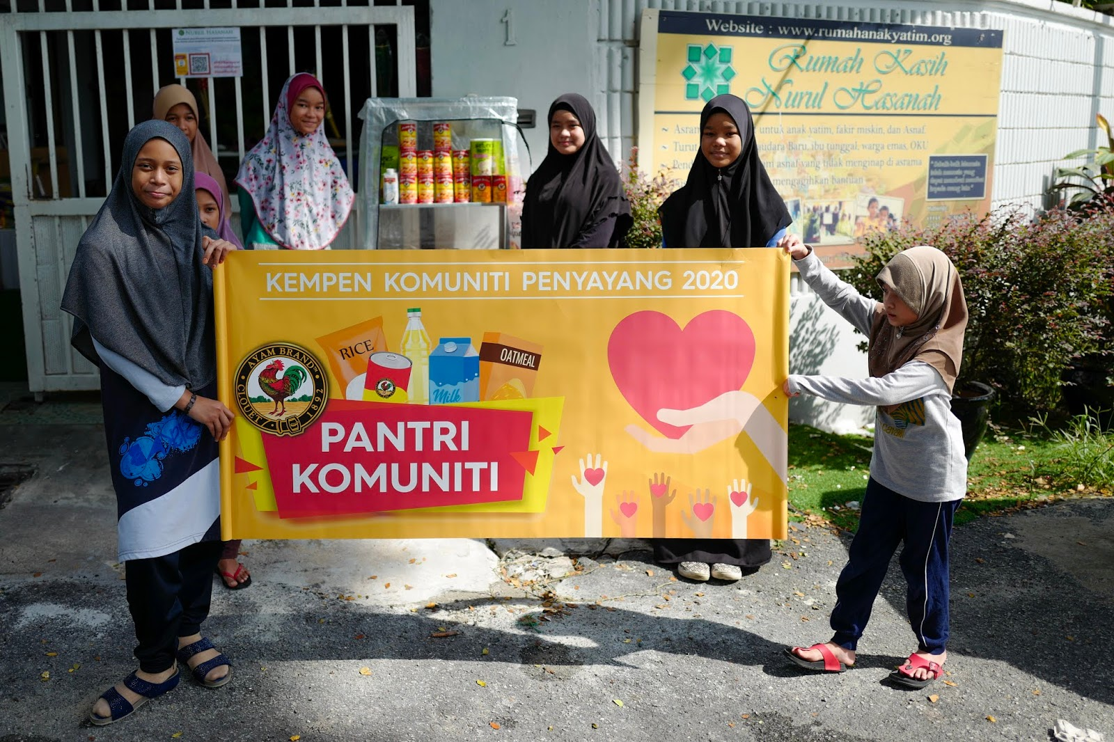 Pertubuhan Kebajikan Kasih Nurul Hasanah Bina Pantri Makanan #AyamWithYou,  Bantu Komuniti Ukay Heights