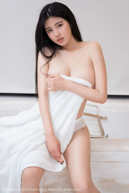 Hot and sexy big boobs nude sexy photos of beautiful busty asian hottie chick Chinese booty model Na Lu Selena photo highlights on Pinays Finest sexy nude photo collection site.