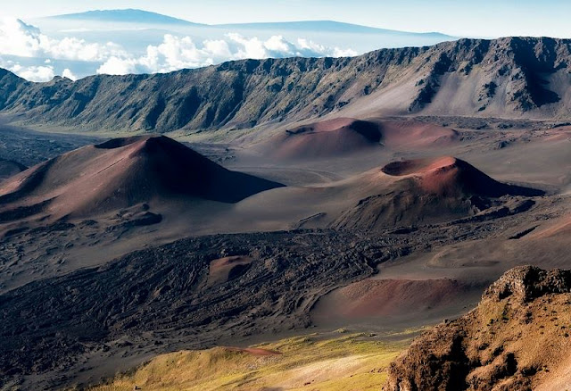 Landscape of desert and Hawaii Mountain