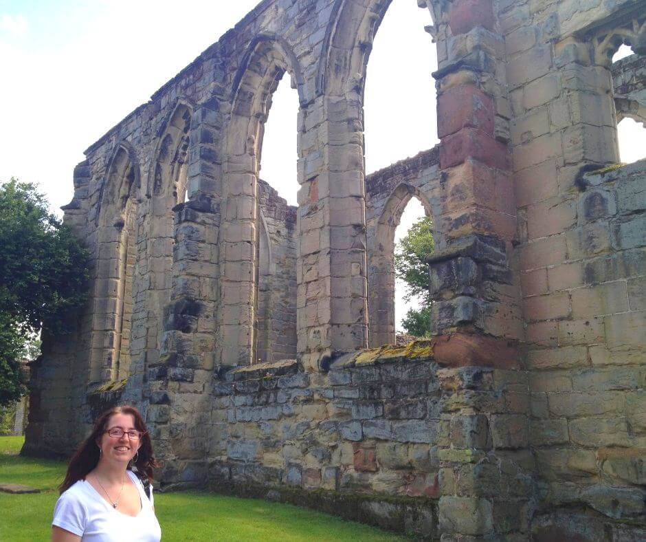 Fascinating English Heritage Castles To Visit In The East Midlands | Morgan walking along the ruins of the castle.