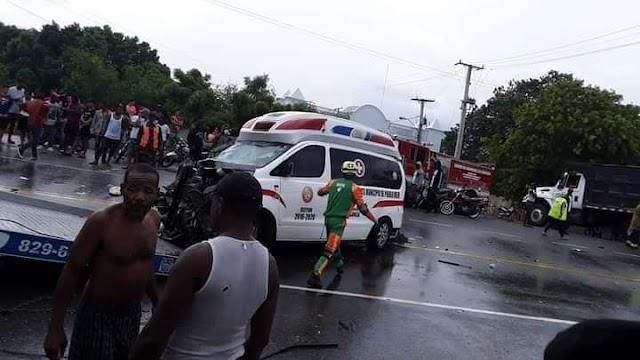 """""""Lamentable"""" Dos personas fallecidas en Azua tras producirse deslizamiento de ambulancia"""
