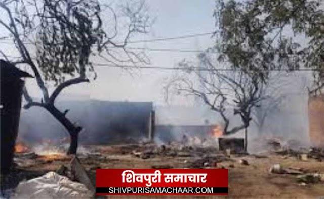 पटाखे से निकली चिंगारी ने दो गाड़ियों को किया राख | BAIRAD NEWS