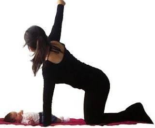 ćwiczenia mamy, ćwiczenia po ciąży, mom exercises, postpartum exercises, ćwiczenia na klatkę piersiową, mięsień piersiowy większy, trapezius, mięsień czworoboczny, stretching, ćwiczenie rozluźniające
