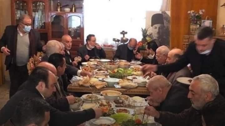 """وزير صحة لبنان يستفز المواطنين.. صورة غداء تشعل """"التواصل"""""""
