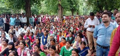 Fatehpur - प्रेरणा ऐप के विरोध में शिक्षकों ने फूँका बिगुल, हजारों की संख्या में आंदोलन शिक्षकों ने किया प्रदर्शन