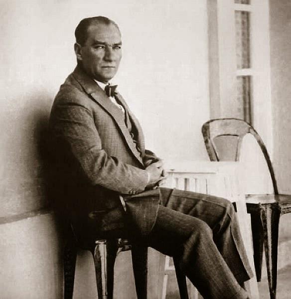 Bir 10 Kasim Sabahinda Mustafa Kemal Ataturk