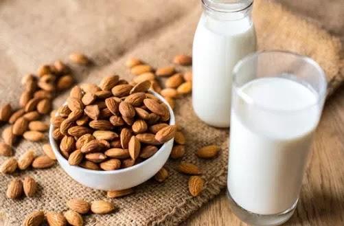 المزايا المغذية لحليب اللوز يجب أن تعرفها