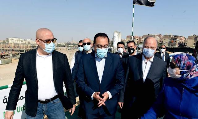 رئيس الوزراء يتفقد مشروع تطوير منطقة سور مجرى العيون