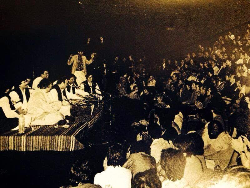 Shaama Payian Tere Bina Tu Ghar Aa Dholna Live Version by Nusrat Fateh Ali Khan