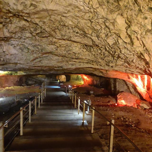 מערה תת קרקעית