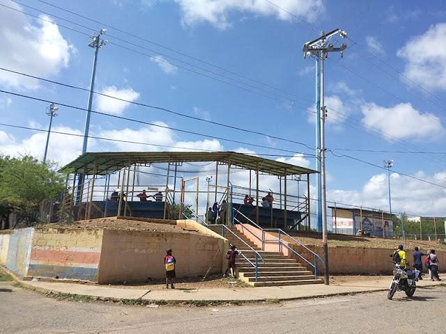 CAMPOS DEPORTIVOS EN CARORA ESTÁN ABANDONADOS