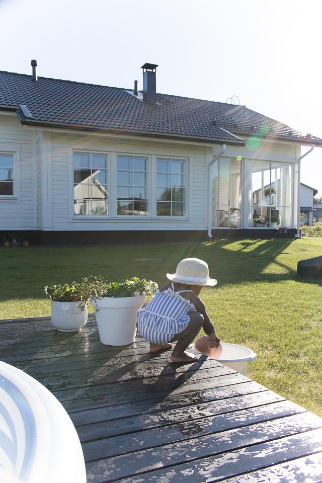 Villa H, piha ja puutarha, takapiha, terassi