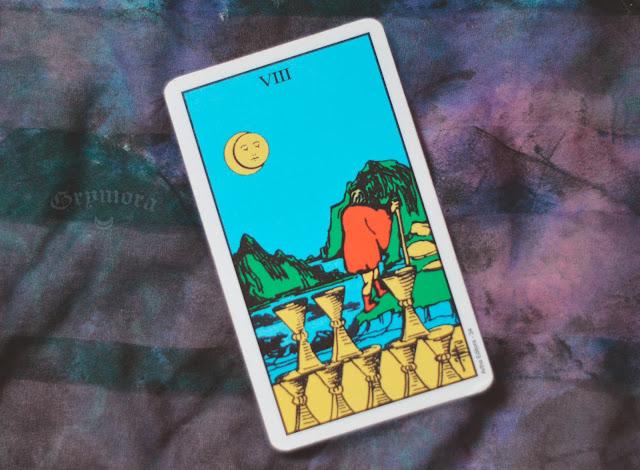Saiba o significado da Carta 8 de Copas no Tarot do amor, dinheiro e trabalho, na saúde, como obstáculo ou invertida e como conselho.