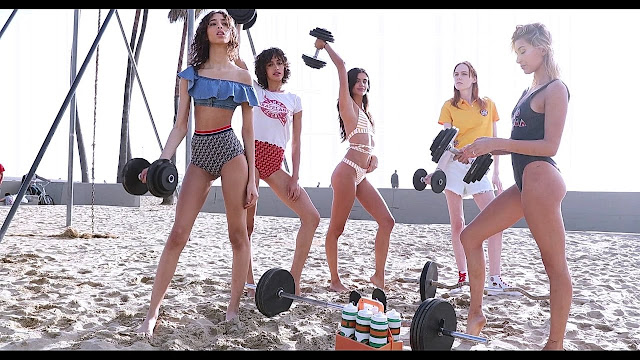 Working out on the beach: Sara Sampaio, Hailey Baldwin, Alanna Arrington, Yasmin Wijnaldum and Kiki Willems