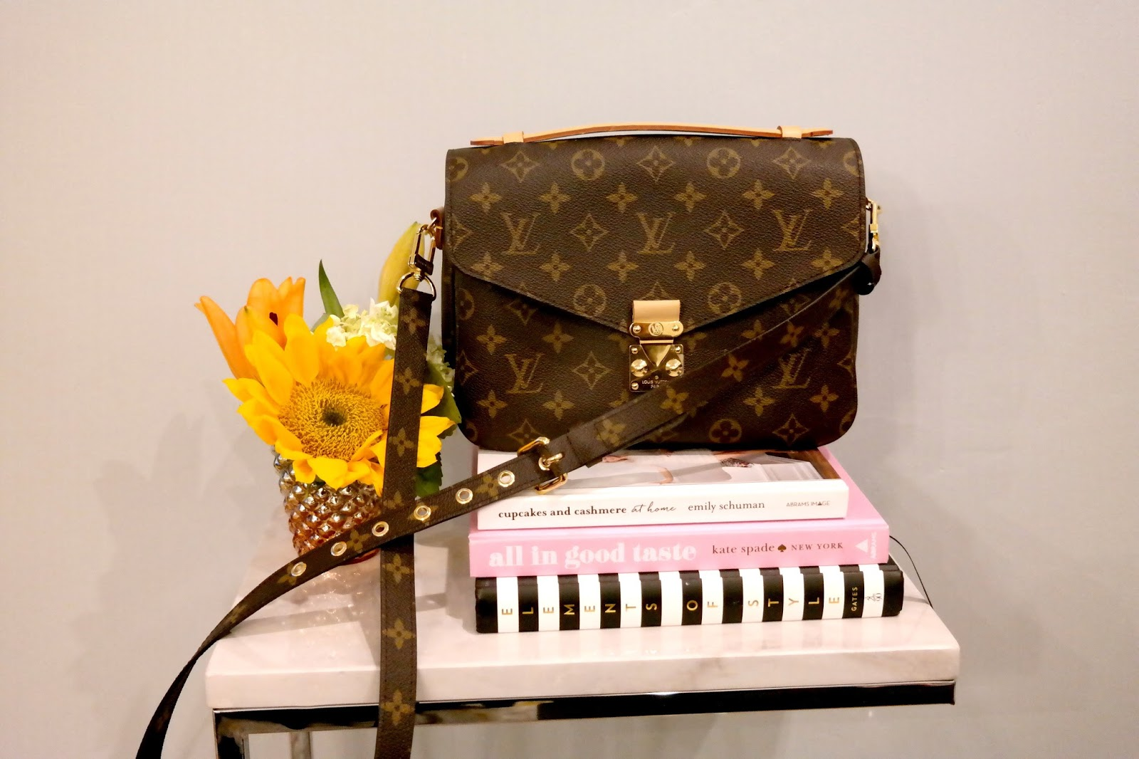 boston blogger, pochetet metis monogram print, classic bag, louis vuitton, french designer