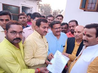 शिक्षामित्रों को मिला शिक्षा मंत्री का साथ जारी हुआ वेतनमान इस तरह होगा भविष्य सुरक्षित shikshamitra today latest news