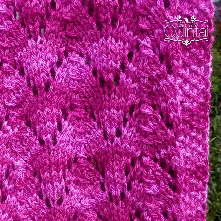 Lã macia, cor vibrante e um ponto lindo para aquecer no inverno!
