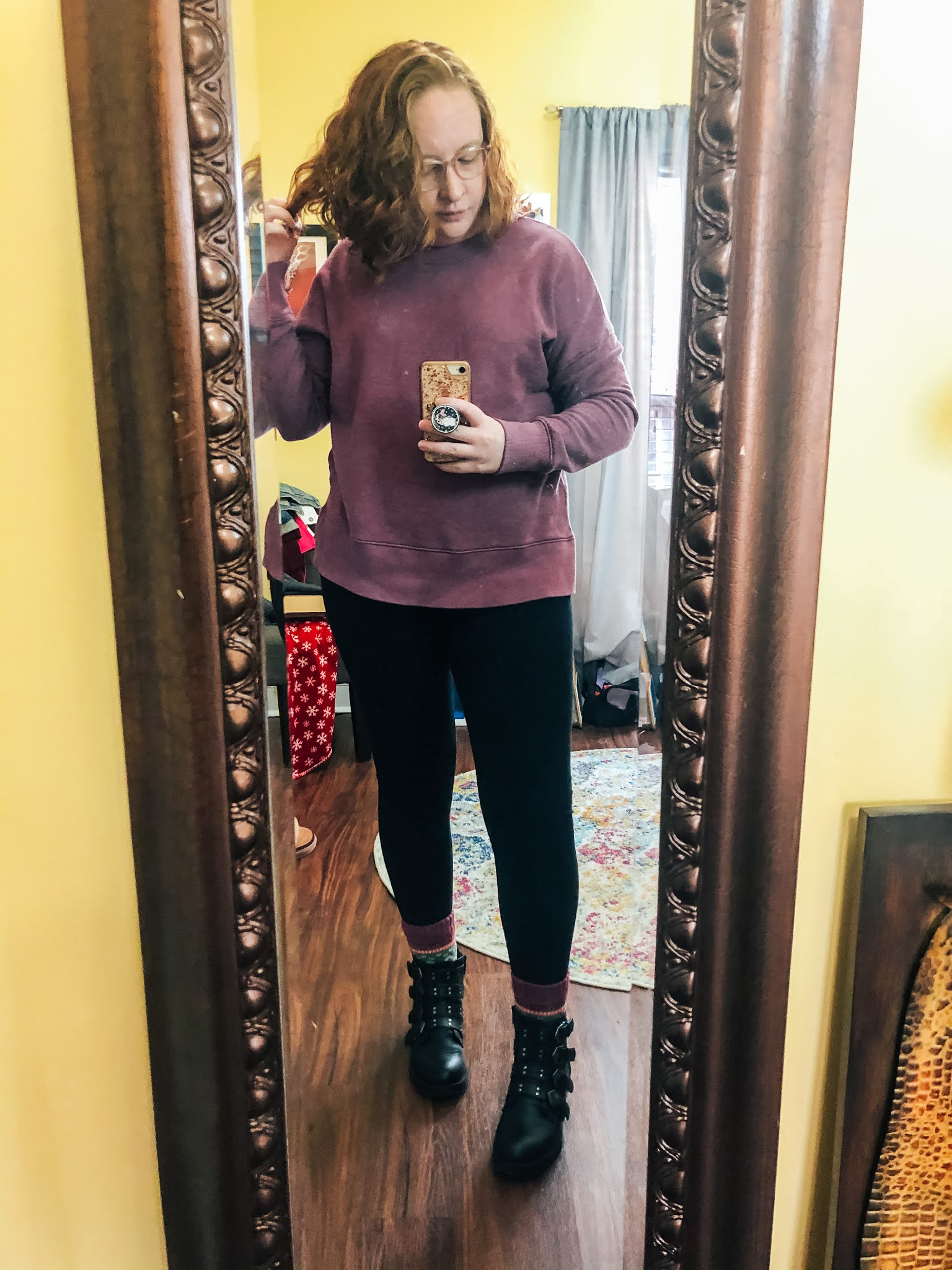 sweatshirt-leggings-moto-boots