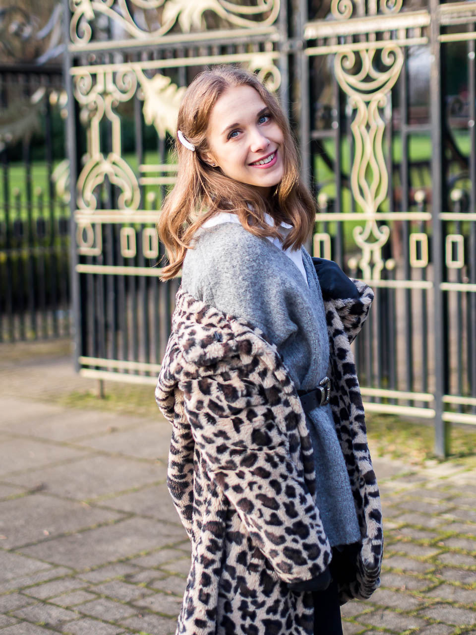 how-to-wear-leopard-faux-fur-coat