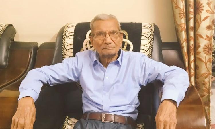 """""""85 का हूँ, अपनी ज़िंदगी जी चुका हूँ"""", कहकर नारायण ने युवा कोविड मरीज को दे दिया अपना बेड"""