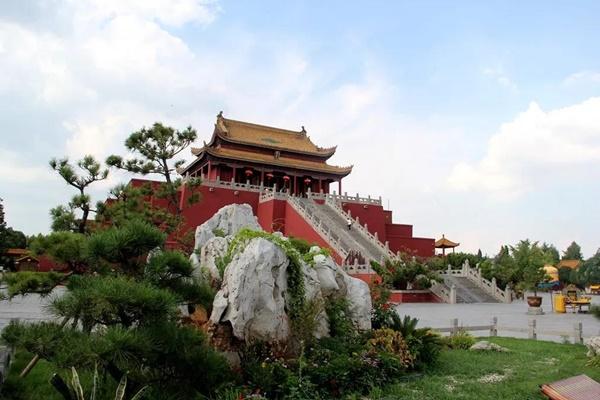 ศาลามังกร (Dragon Pavilion: 龙亭)