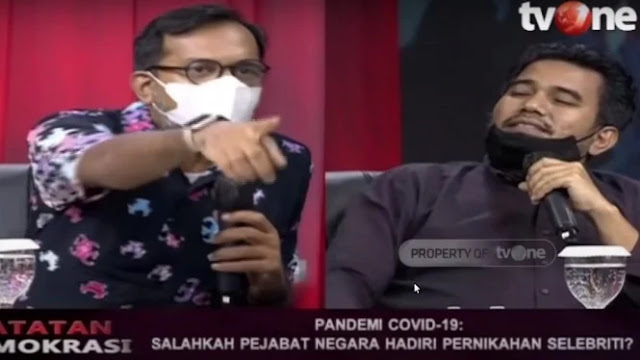 Panas, Haris Azhar ke Teddy Gusnaidi: Itu Versi Anda Belain Jokowi