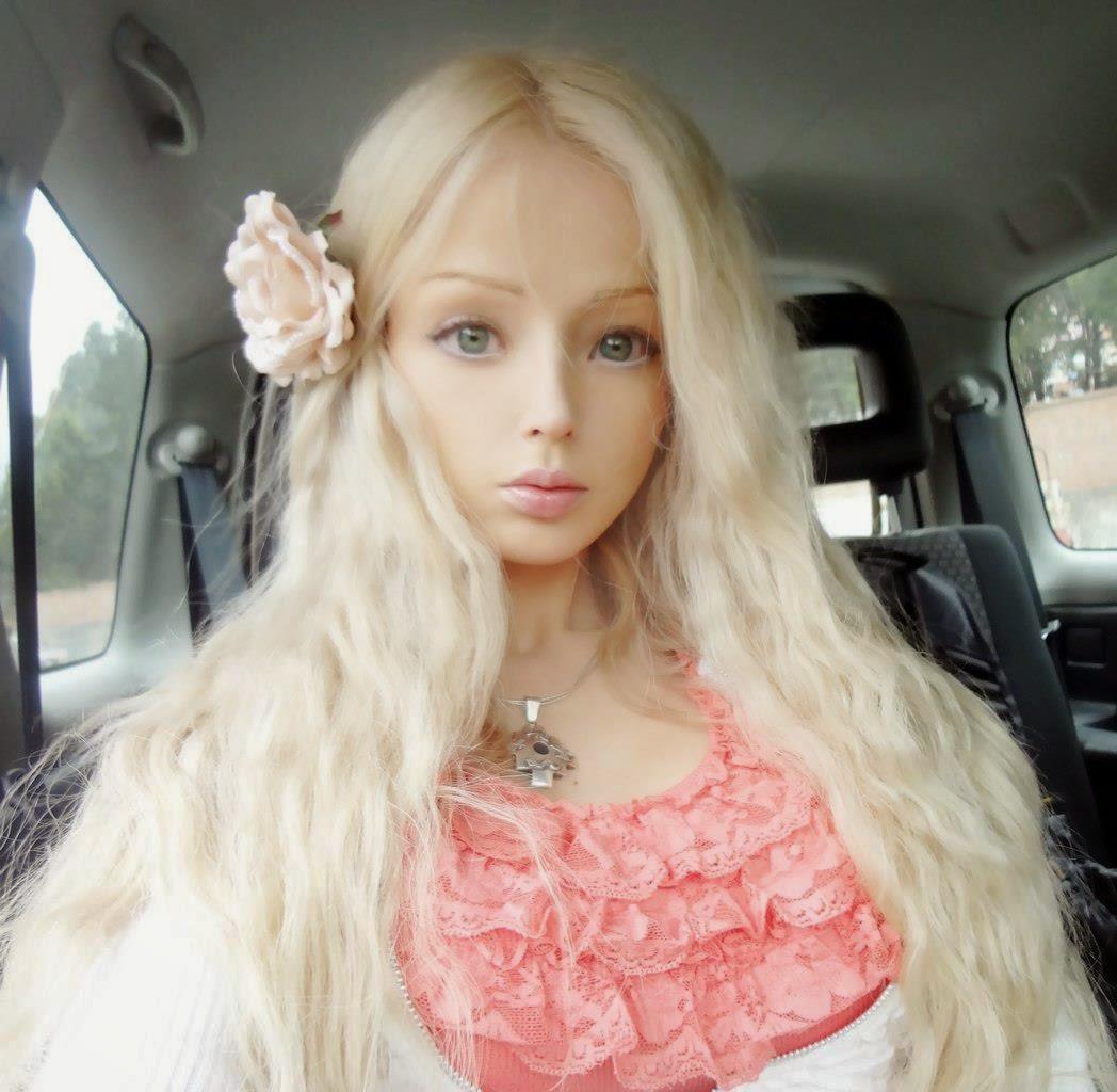 gadis gadis cantik dengan wajah barbie di dunia black