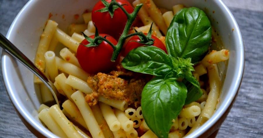 christina macht was easy easy easy dinner nudeln mit tomaten basilikum pesto. Black Bedroom Furniture Sets. Home Design Ideas