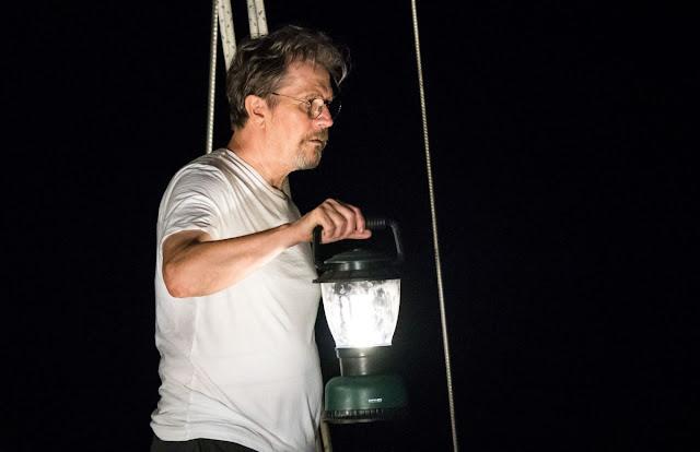 """Gary Oldman faz uma terrível viagem de barco no trailer de """"Mary"""""""