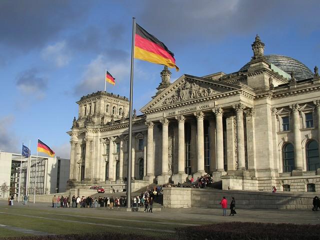 honorarios de arquitecto en alemania - Berlin Bundestag © Jswefu Makkeö