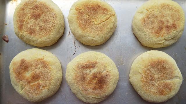 Danach kommen die Toastys noch in den Backofen