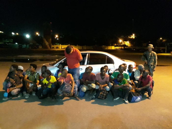 Transportaban 17 haitianos en un carro en Mao