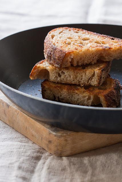 Osvježavanje starog kruha sa puterom