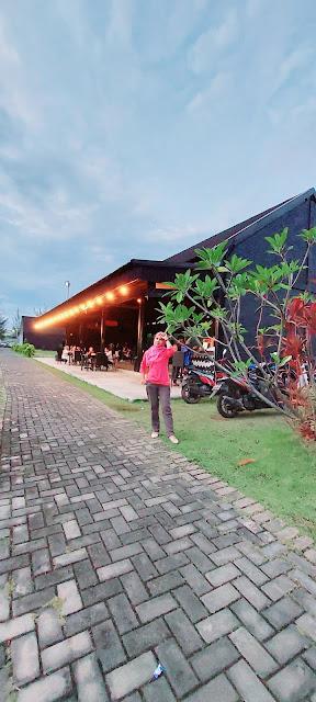 Lake Side Cafe Batam