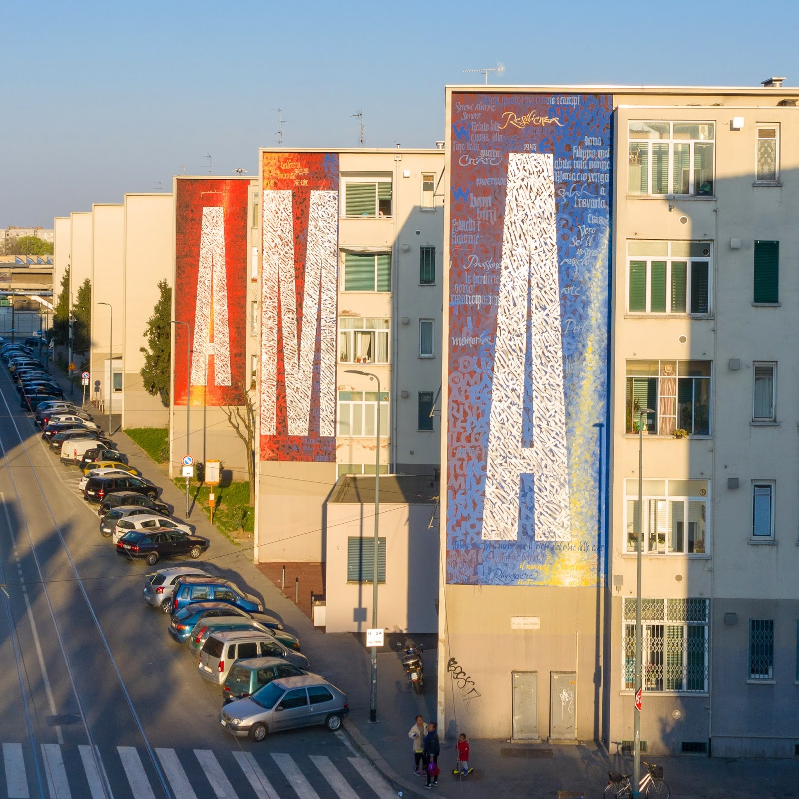 Intervención mural del artista contemporáneo mexicano Said Dokins en Milán