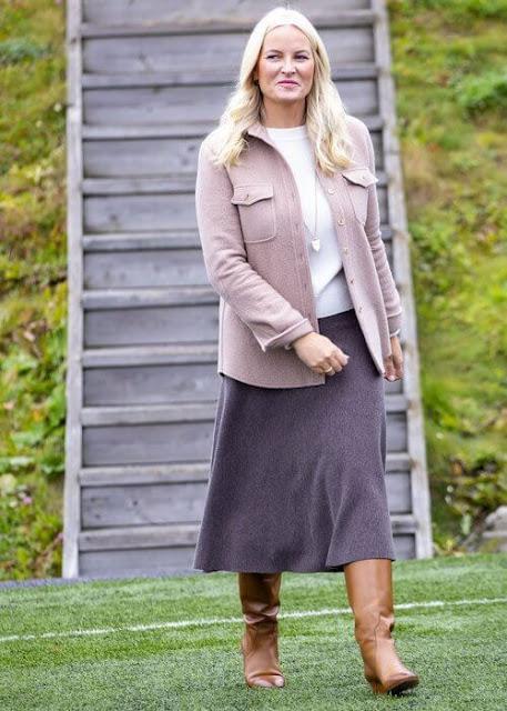 Crown Princess Mette-Marit wore a wool cashmere jacket by Gabriela Hearts. Crown Princess wore purple diamond gold earrings by Pomellato