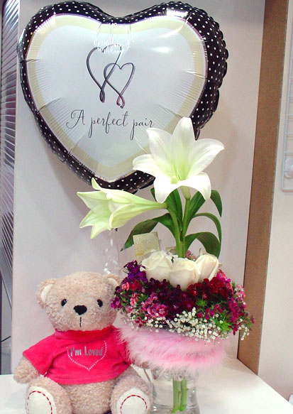 Mostly These Are Used As Gift On The Wedding Parties And Friends Family Member Give Flower Bouquet To Newly Married Their It