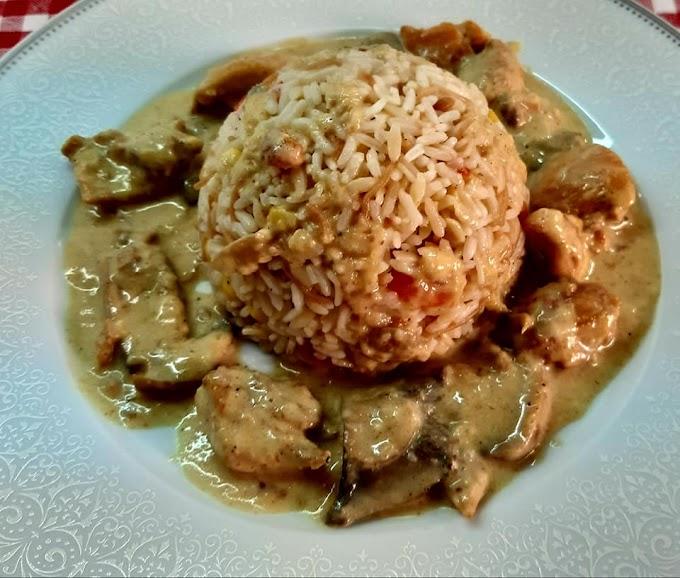 Κοτόπουλο με κάρυ και μανιτάρια και νόστιμο ρυζάκι με λαχανικά