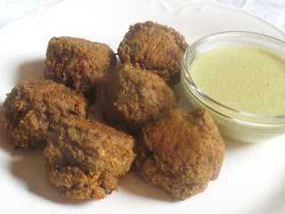 Baked Quinoa Balls with Peanut Dipping Sauce