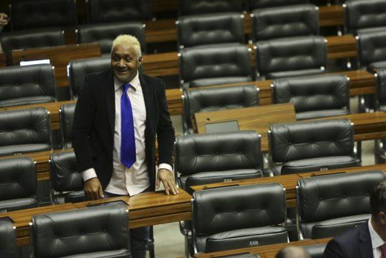 Tiririca cogita deixar a carreira política apos votação a favor de Temer;